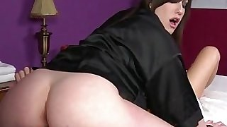 Goth massagist gets pussy ate by client
